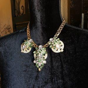 Classy vintage necklace